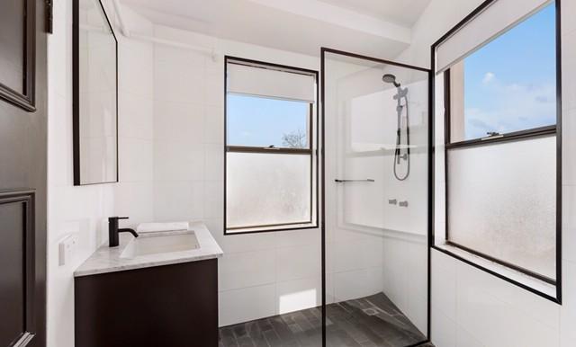 16-50 Bayswater - RENTAL - Bathroom - Web